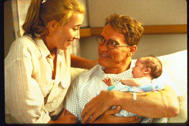 Фото №1 - От беременных отцов до матерей, рожающих от биоматериала сына: все о новых шок-трендах деторождения
