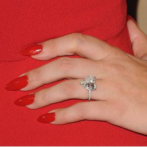 Фото №9 - Выходи за меня: самые красивые помолвочные кольца знаменитостей