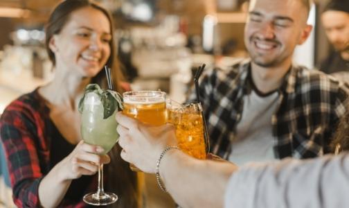 Фото №1 - Почти 80% россиян согласны запретить продажу алкоголя молодежи до 21 года