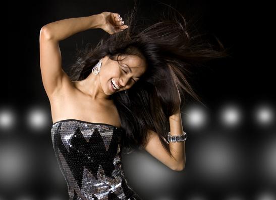 Фото №1 - Платье на Новый год: топ-10 стильных образов
