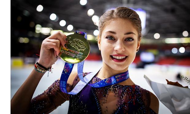 Фото №2 - Гран-конфуз: золотой медалью российской фигуристки на этапе Гран-при наградили американку (видео)