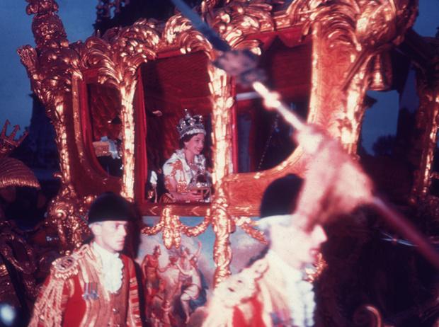 Фото №4 - Королева и помада: история одной бьюти-страсти Елизаветы II