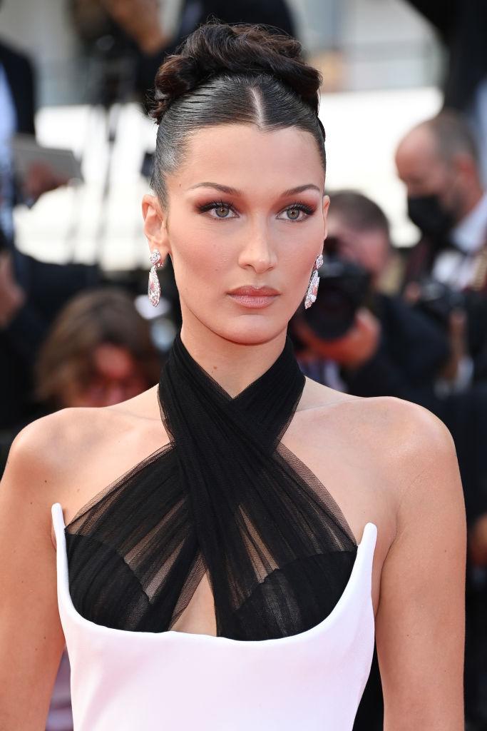 Фото №3 - Так выглядит совершенство: эффектный выход Беллы Хадид в платье Jean Paul Gaultier