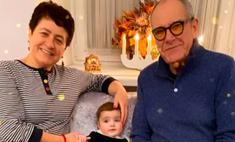 «Нашей Кларочке 8 месяцев»: 80-летний Эммануил Виторган и его супруга празднуют мини-день рождения младшей дочери