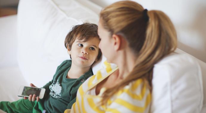 Отложите телефон, когда вы с детьми: 3 совета родителям