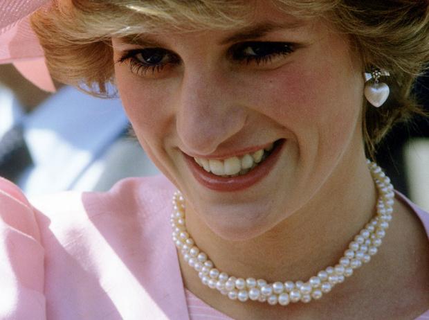 Фото №2 - Не все то золото: как принцесса Диана выдавала дешевую бижутерию за дорогие украшения