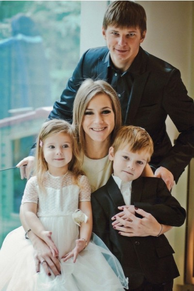 Юлия Барановская и Андрей Аршавин с детьми