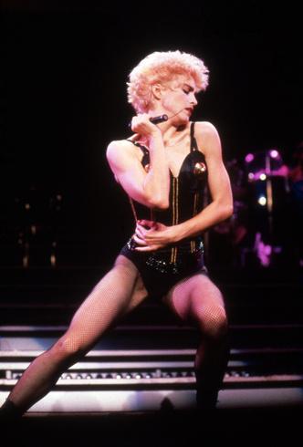 Фото №4 - Королева провокаций: 10 скандальных нарядов Мадонны, которые изменили моду
