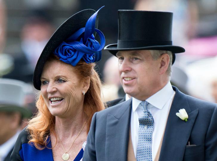 Фото №1 - Принц Эндрю и Сара Фергюсон вместе проводят отпуск в Испании