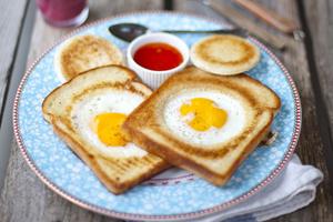 Фото №10 - 7 необычных и простых рецептов яичницы к завтраку