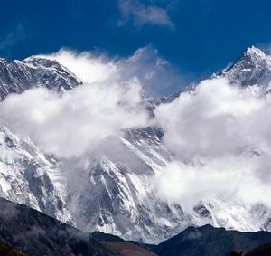 Фото №1 - Туристов в Гималаях не спасли