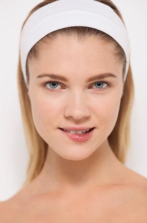 Фото №12 - Как спрятать синяки и покраснения на лице, или Все, что нужно знать о цветных консилерах