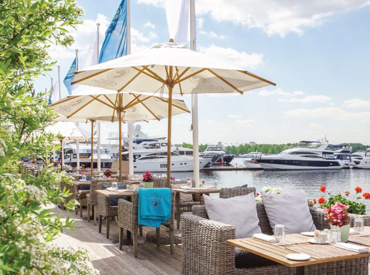 Фото №1 - 7 ресторанов Москвы с самой красивой верандой