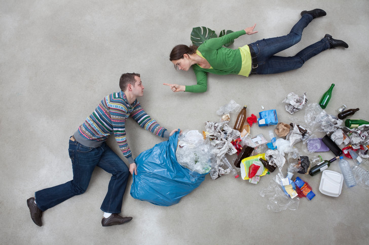 Фото №1 - 12 вещей, которые нельзя выбрасывать в мусорку