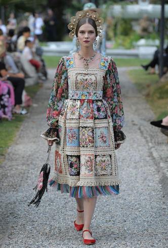 Фото №3 - Китти Спенсер, Мэй Маск и другие звезды на подиуме Dolce & Gabbana Alta Moda FW18