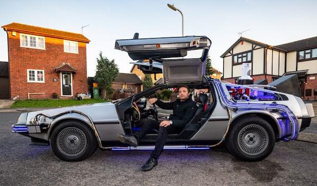 Фото №4 - Британский дизайнер потратил кучу времени и целое состояние, чтобы собрать точную копию машины из «Назад в будущее» (фото)