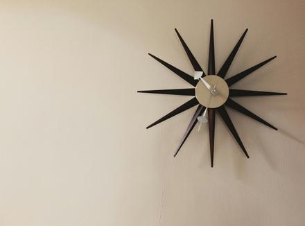 Часы на стене