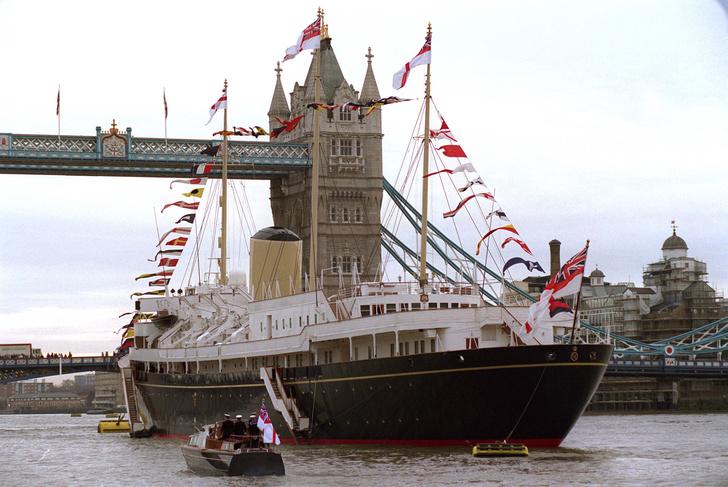 Фото №3 - На борту королевской яхты Britannia из сериала «Корона»