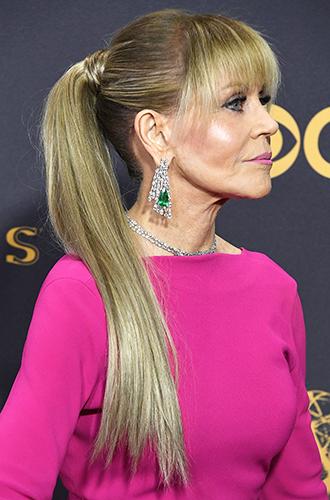 Фото №2 - Как носить нарощенные волосы, как Джейн Фонда, и выглядеть на 20 лет моложе