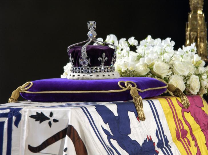 Фото №2 - «Проклятая» корона: история самого загадочного украшения Виндзоров (и почему Кейт стоит его опасаться)