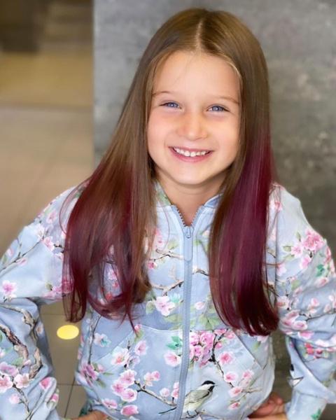 Фото №2 - «Будто марганцовкой облили»: 5-летней дочке Бородиной покрасили волосы