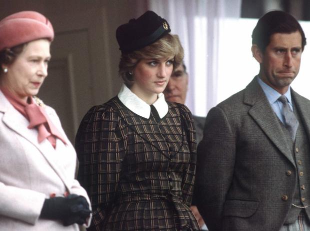 Фото №2 - Обреченные на развод: почему Королева никогда не верила в брак Дианы и Чарльза