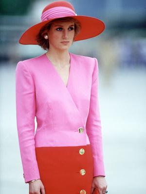 Фото №36 - От персикового до фуксии: как принцесса Диана носила розовый цвет (и почему он ей так шел)