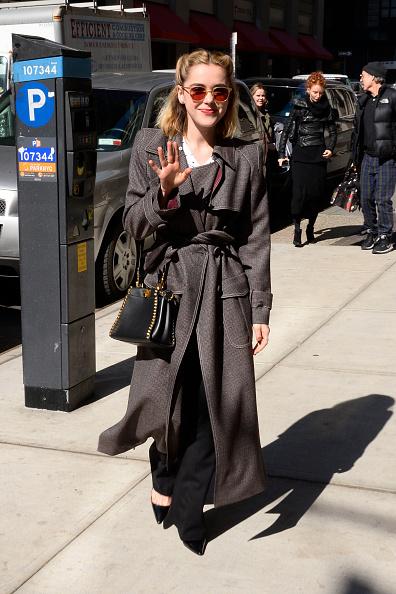 Фото №1 - Сабрина одобряет: 7 пальто на весну в стиле Кирнан Шипки