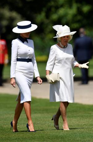 Фото №6 - 10 платьев для офиса, как у Мелании Трамп на встрече с королевской семьей