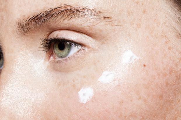 Фото №2 - Красота на карантине: как ухаживать за кожей, пока приходится все время сидеть дома