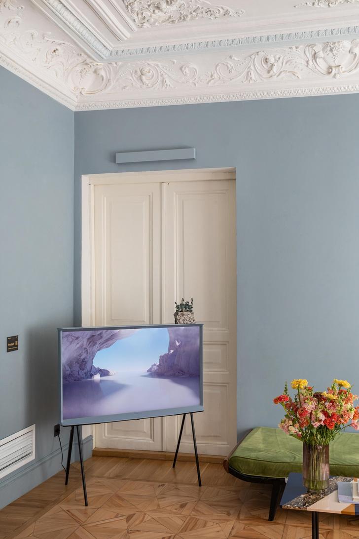 Фото №3 - Телевизор Samsung The Serif в отеле «Рихтер»