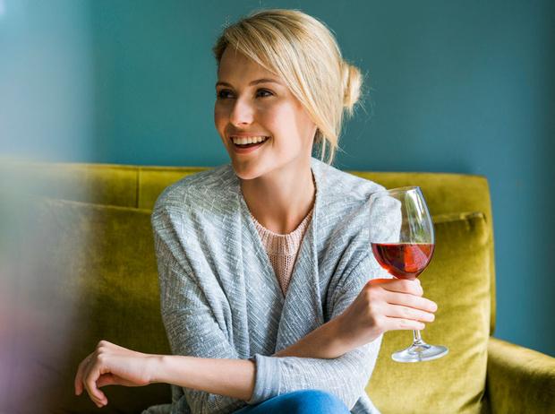 Фото №1 - Винная «диета»: на что способен один бокал вина перед сном