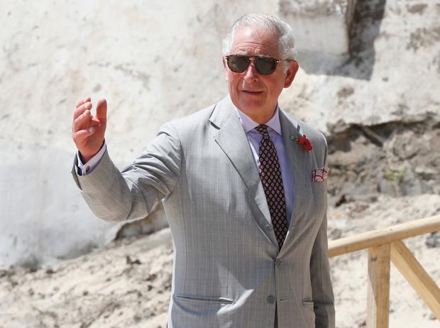 Фото №1 - Неожиданно: зачем принц Чарльз хранит лоскуты от своих костюмов