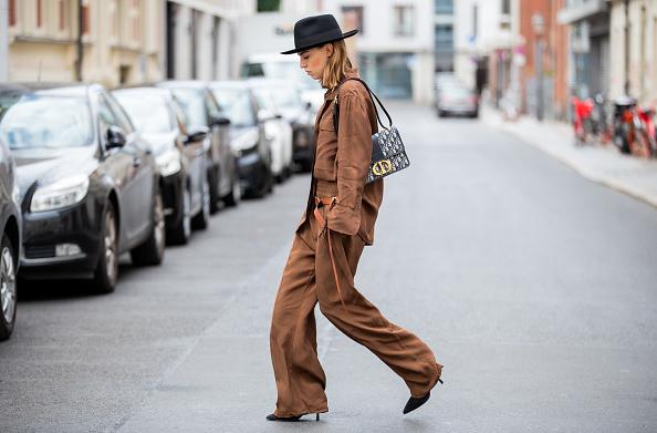 Фото №1 - Женственность в шляпе: 3 стильных образа для самых смелых