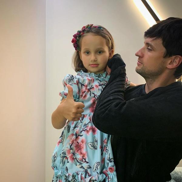 Фото №1 - Девочка из сказки: поклонники Дмитрия Колдуна очарованы его синеглазой дочкой Алисой