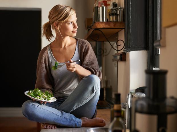 Фото №1 - 7 проверенных способов научиться есть меньше