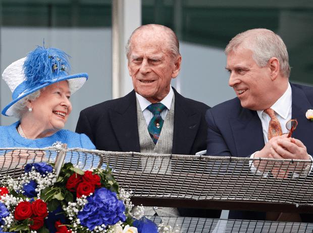 Фото №2 - Какой совет принц Филипп дал принцу Эндрю после скандала