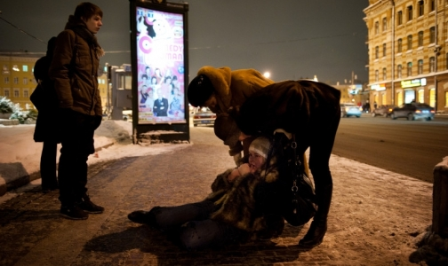 Фото №1 - Гололед: петербуржцы ломают руки, ноги, суставы