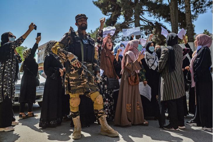 Фото №2 - Охота на ведьм: в Афганистане начались расправы над женщинами легкого поведения