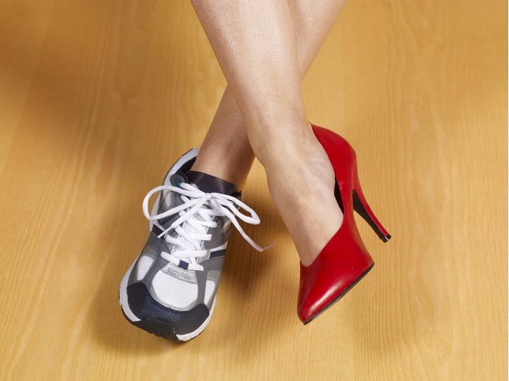 Фото №1 - Почему переболевшим COVID-19 нельзя носить каблуки?