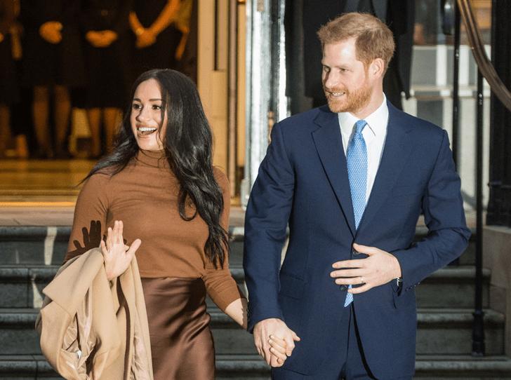 Фото №1 - Отпуск окончен: принц Гарри и герцогиня Меган совершили первый выход в этом году