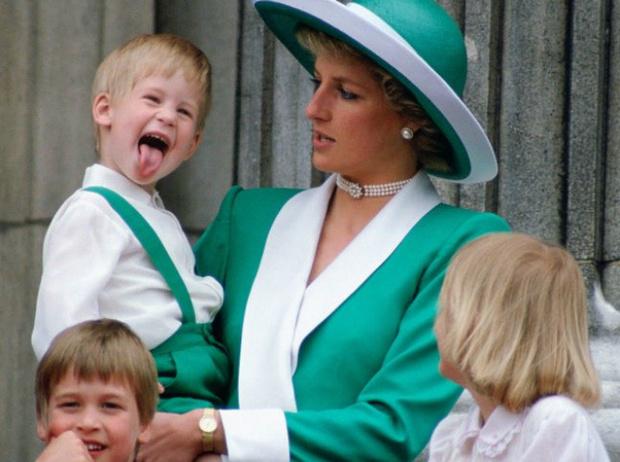 Фото №16 - Принц Гарри: путь от хулигана до примерного мальчика