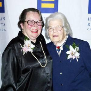 Фото №1 - Первые лесбиянки уходят с честью