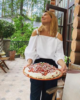 Фото №2 - Юлия Высоцкая: «Я вообще могу есть только хлеб»
