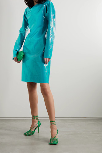 Фото №41 - Пайетки, вырезы и яркие цвета: самые модные наряды для выпускного-2021