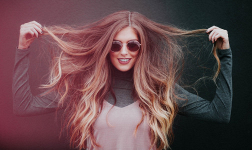 Фото №1 - Здоровье волос зависит от правильно выбранной расчески, уверяет врач-трихолог