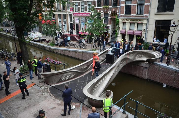 Фото №2 - В Амстердаме открылся мост, напечатанный на 3D принтере