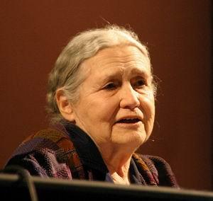 Фото №1 - Нобелевскую премию по литературе получит Дорис Лессинг