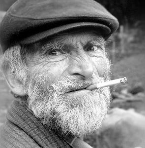 Фото №1 - Курящие реже болеют болезнью Паркинсона