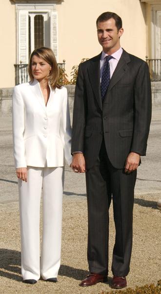 Фото №8 - Как королевские особы носят брючные костюмы